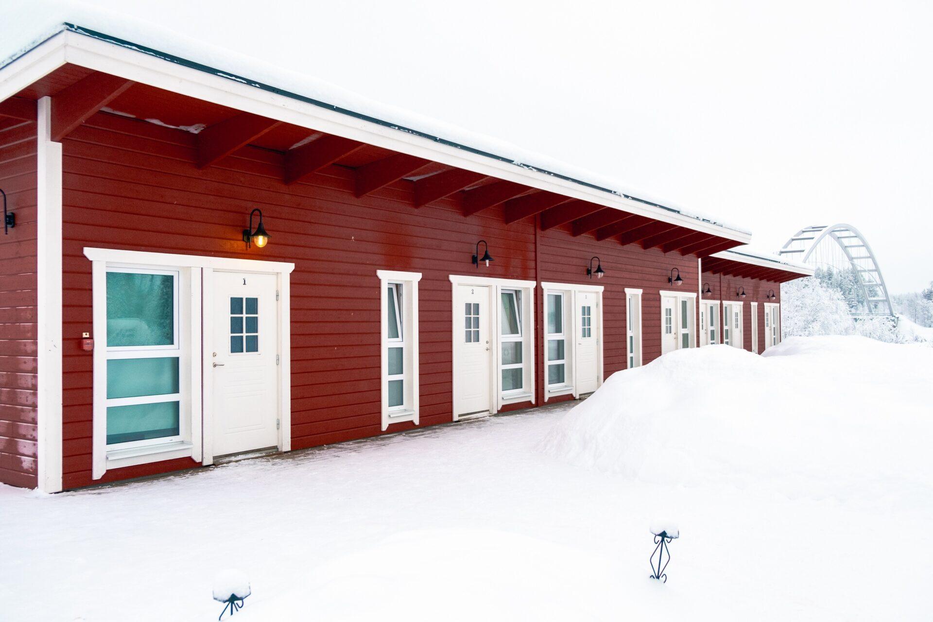 De kamers van de Lappeasuando Lodge.