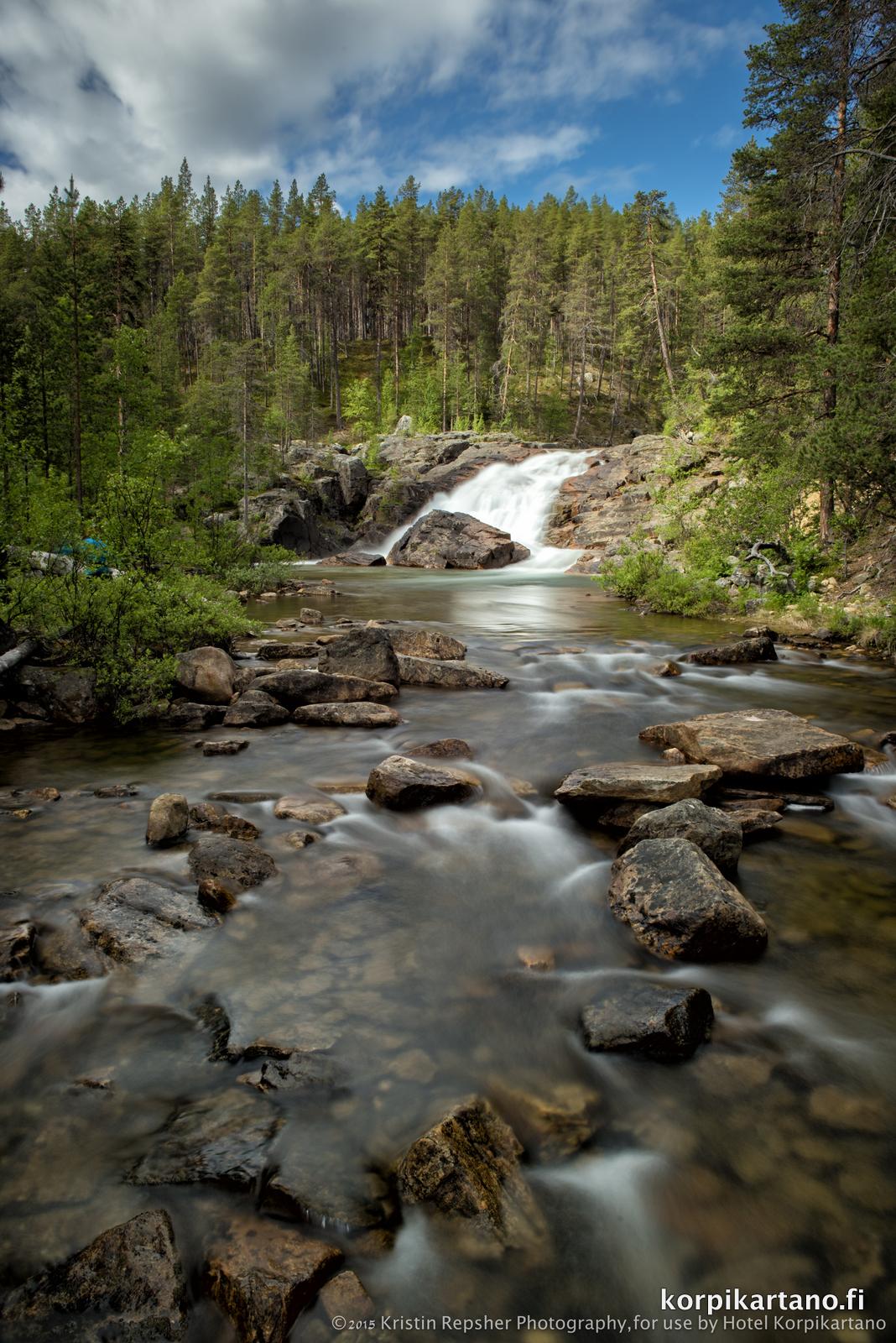 De Ravadas waterval in het Lemmenjoki nationaal park
